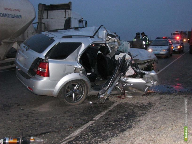 В Тамбовской области автомобиль Kia Sorento врезался в Камаз