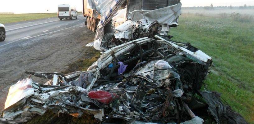 На трассе под Тамбовом столкнулись два грузовика: погибли оба водителя