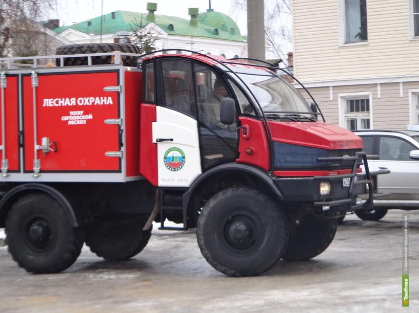 С огнем в тамбовских лесах будут бороться новые современные машины