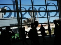Ошибка сотрудников привела к падению акций Google