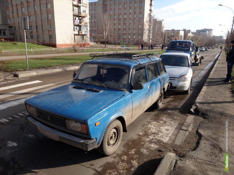 На Рылеева столкнулись две легковушки и эвакуатор