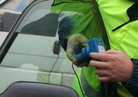 За тонировку на стеклах водитель может лишиться номеров