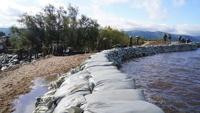 В Комсомольске-на-Амуре прорвало дамбу. Вода поднялась на 1,5 метра