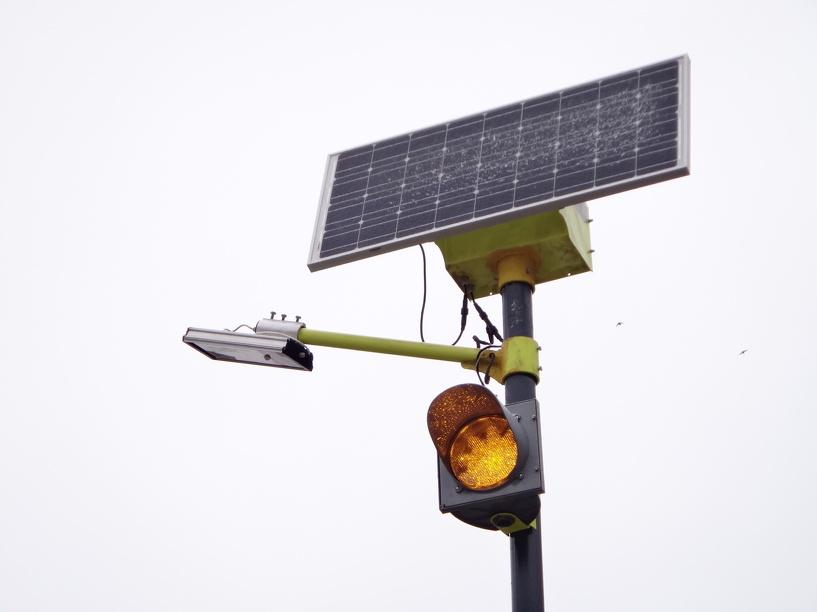 На улице Рылеева заработал «сигнальный» светофор