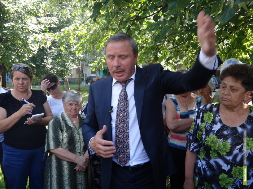 Александр Бобров отстранил от должности трех чиновников