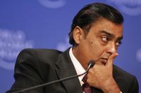 Главный богач Индии потерял четверть состояния на обвале курса рупии