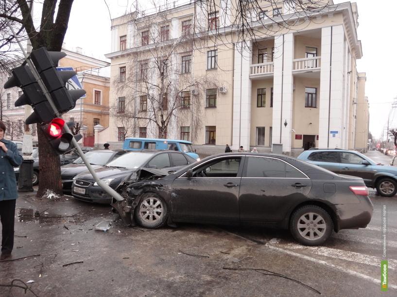 Две иномарки попали в ДТП в Тамбове
