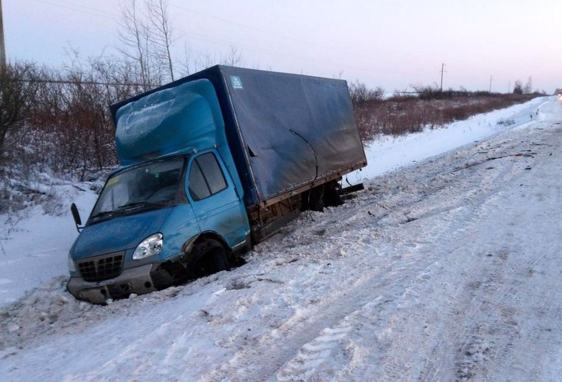 ВМоршанском районе Митцубиси Lancer врезался в грузовой автомобиль
