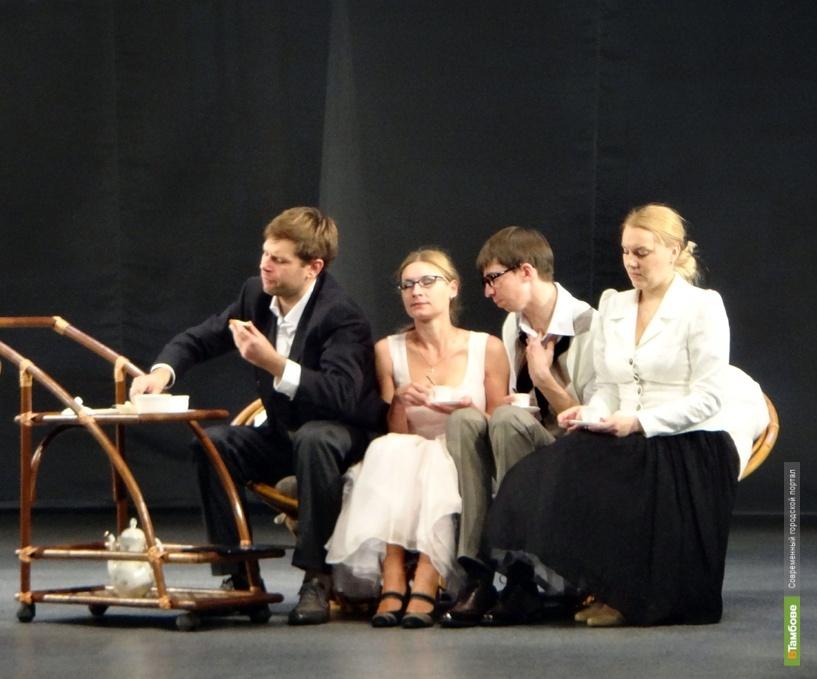 Тамбовские актеры начитают публике тексты своих ролей