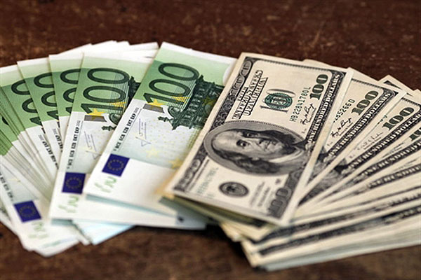 Доллар подскочил выше 71 рубля после сообщения о снижении ставки Центробанка
