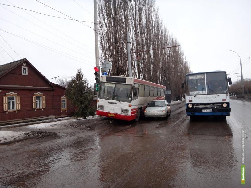 В Тамбове автобус попал в ДТП