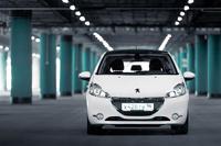 Peugeot 208: от уха до уха