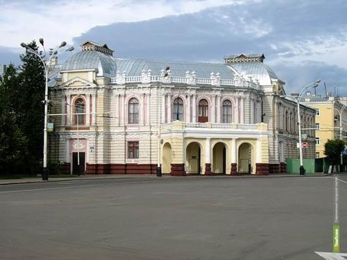 Коллектив драмтеатра просит Олега Бетина о помощи