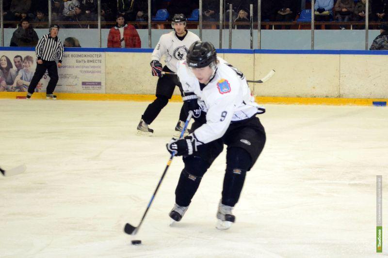 Тамбовские хоккеисты проиграли в битве с глазовскими «волками»