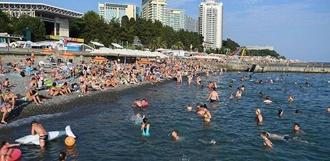 Задержка рейсов, грязные пляжи и мусор: на что жалуются российские туристы