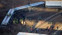 В Нью-Йорке поезд без тормозов сошел с рельсов и упал в овраг