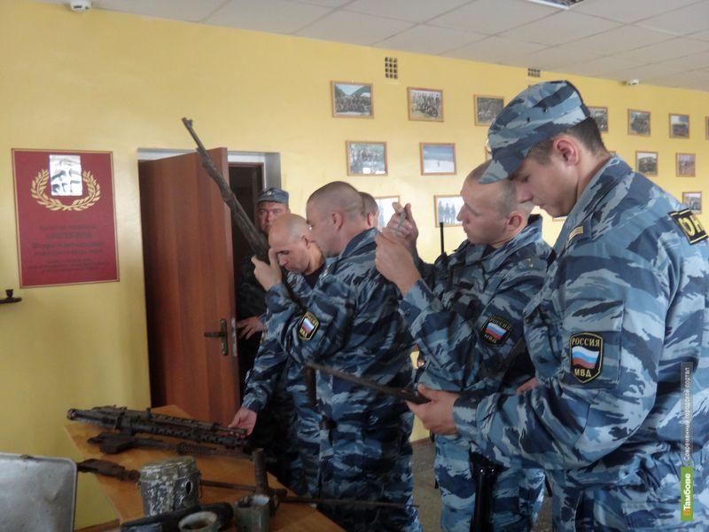 Тамбовские ОМОНовцы сравнили оружие ВОВ с современным