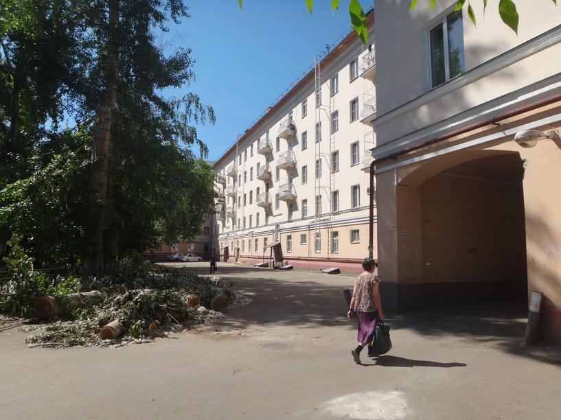Жители одного из многоквартирных домов в центре города озабочены своей безопасностью