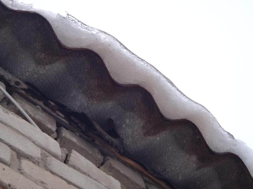 Снег и наледь на крышах угрожает жизни и здоровью тамбовчан