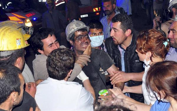 В результате взрыва на шахте в Турции погибли 200 горняков