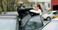 На Астраханской двое водителей подрались из-за парковочного места