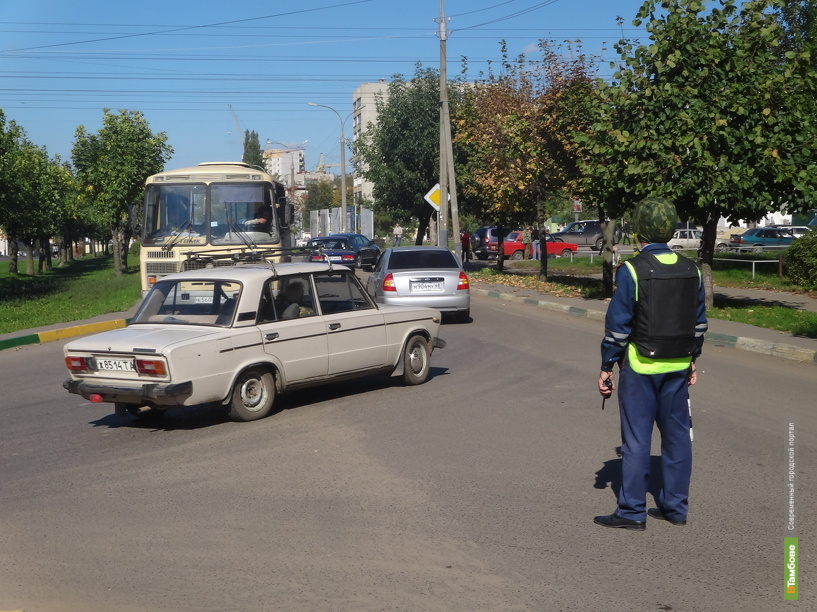 Тамбовские спецслужбы ищут взрывные устройства в двух кафе