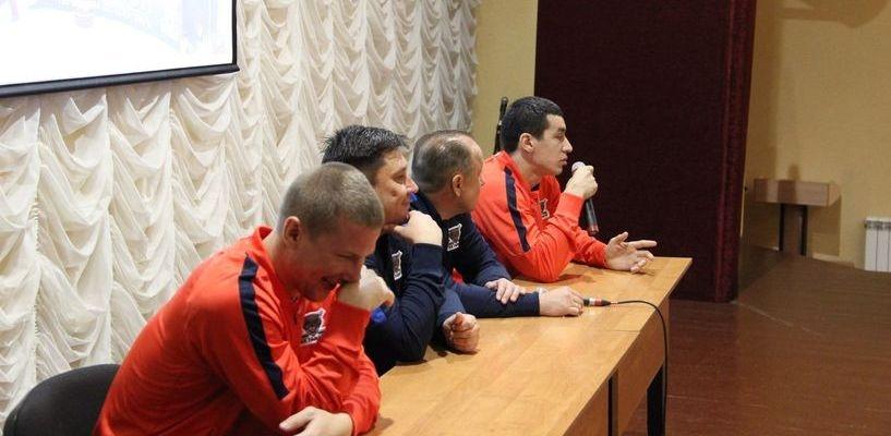 Тамбовские хоккеисты приглашают болельщиков на встречу
