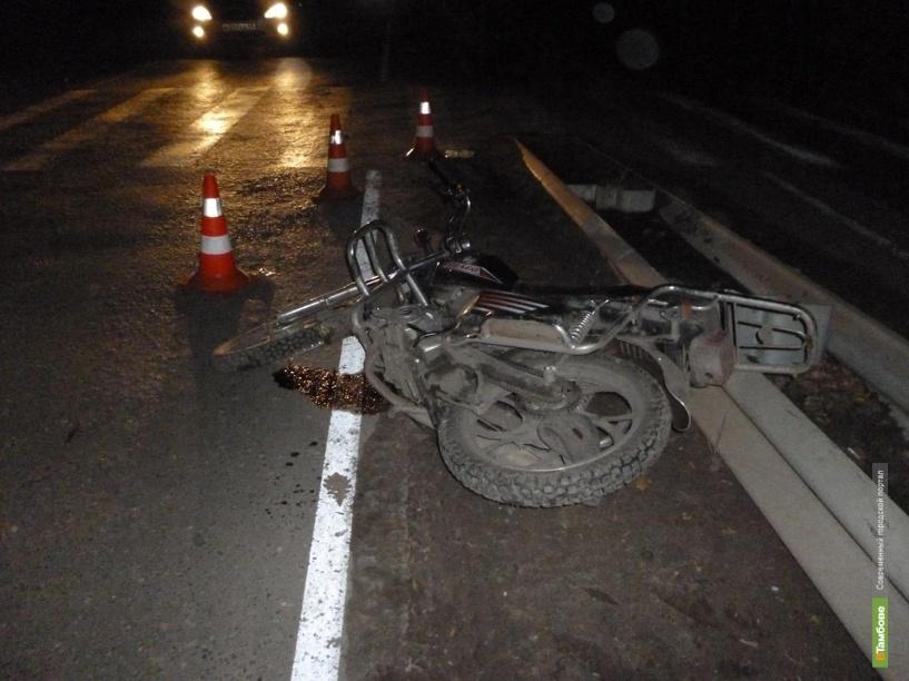 Пьяный скутерист сбил ограждение и дорожный знак
