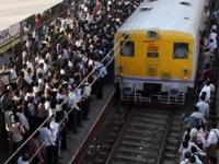 Поезд наехал на паломников в Индии