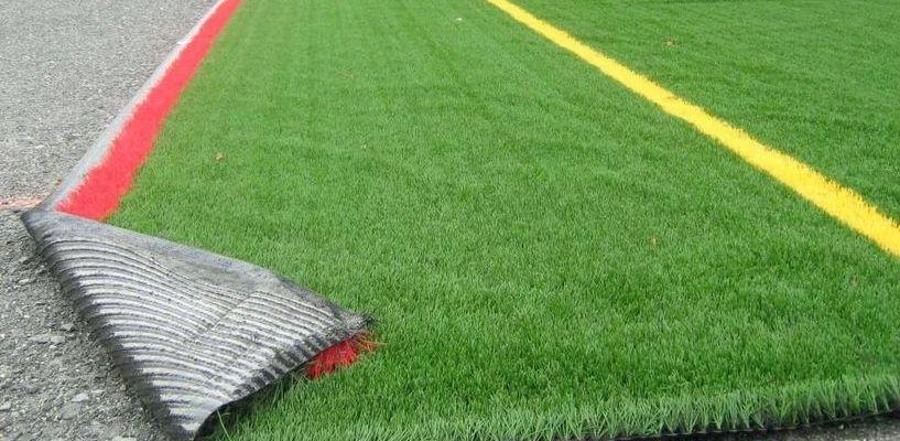 В Знаменке начали строить футбольное поле с искусственным покрытием