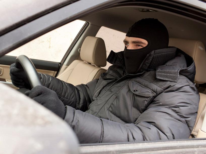 18-летний парень угнал авто у односельчанина