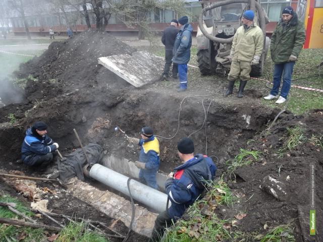 На севере Тамбова вновь раскопали теплотрассу