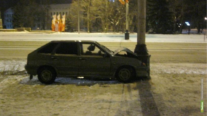 На Советской юная автомобилистка въехала в столб