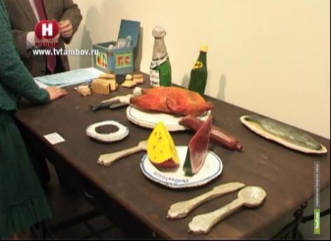 В Тамбове выставили деревянную курицу и колбасу