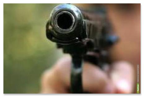 На Тамбовской трассе хулиган устроил стрельбу по «семерке»