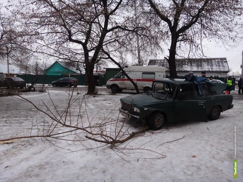 Два авто не поделили тамбовский перекресток