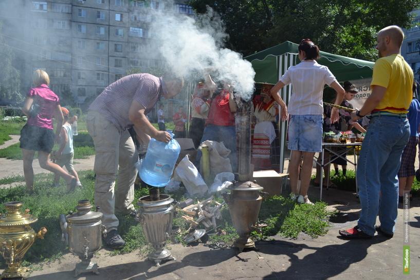 На Медовый Спас тамбовчан напоят чаем