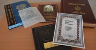 Экс-губернатор Олег Бетин подарил Пушкинке книги из личной библиотеки