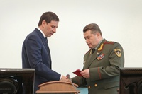 Челябинского губернатора наградили медалью за борьбу с метеоритом