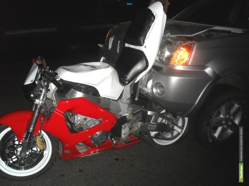В центре Тамбова пьяный водитель врезался в мотоциклиста