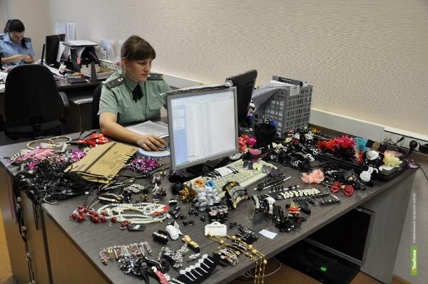 Судебные приставы арестовали ювелирные украшения должницы
