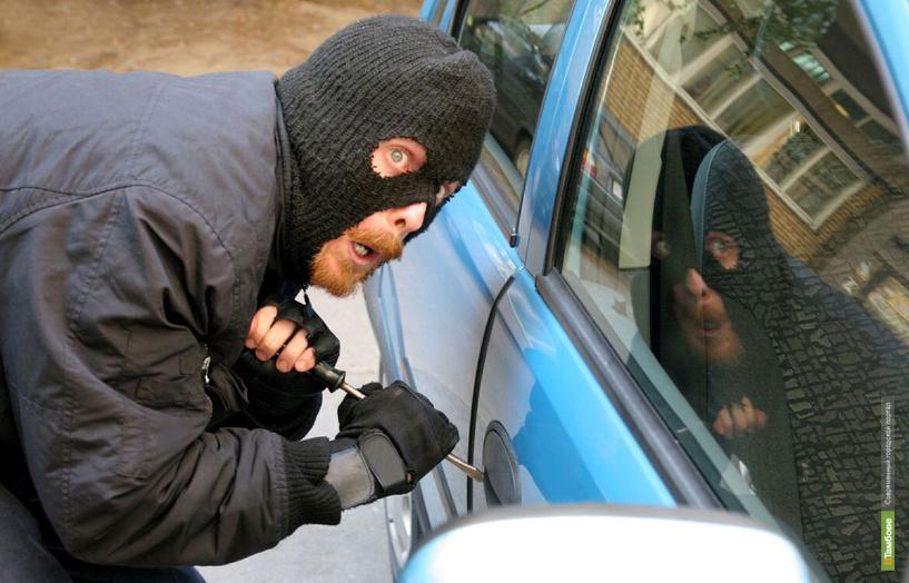 За воскресенье злоумышленники угнали два авто