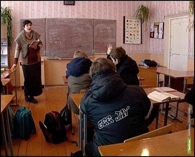 Тамбовские школьники сидят в куртках на уроках