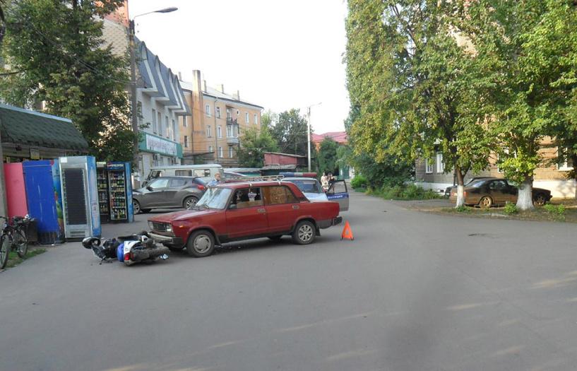 Автоледи сбила подростков на скутере в Мичуринске