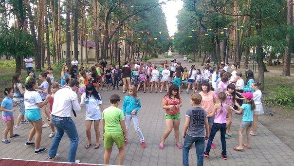 Юные горожане встретили организаторов фестиваля «Танцуй, Тамбов-2» флешмобом