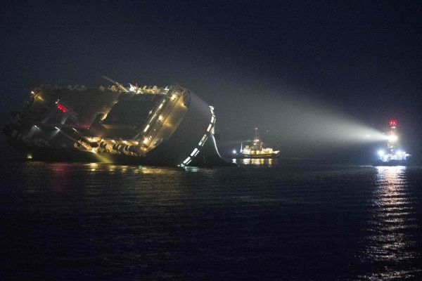 Капитан добровольно посадил судно на мель