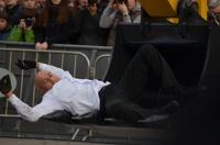 Французский хореограф станцевал с пятитонным экскаватором