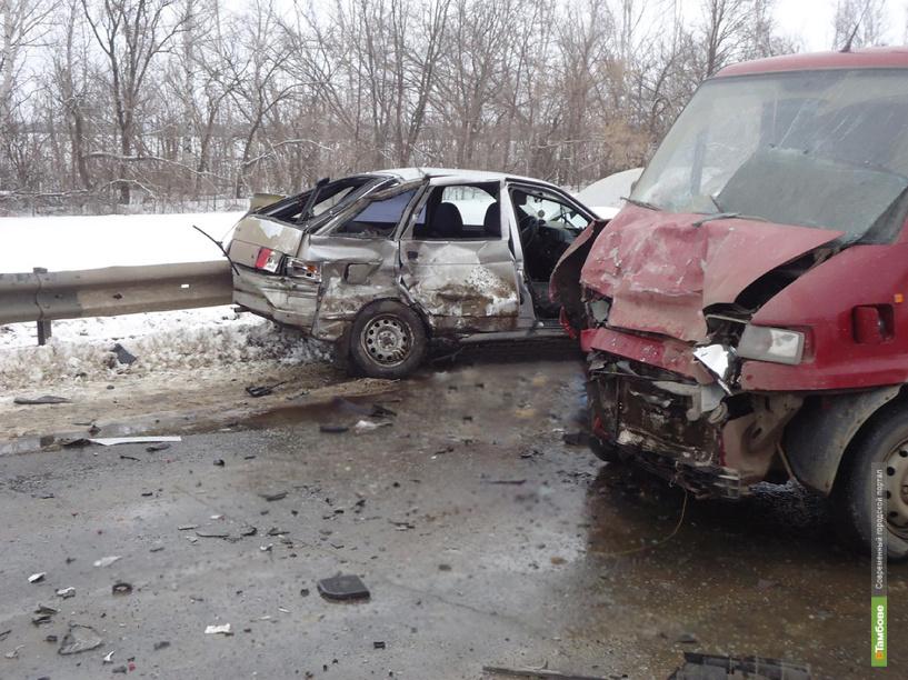 В Бондарском районе произошло лобовое столкновение