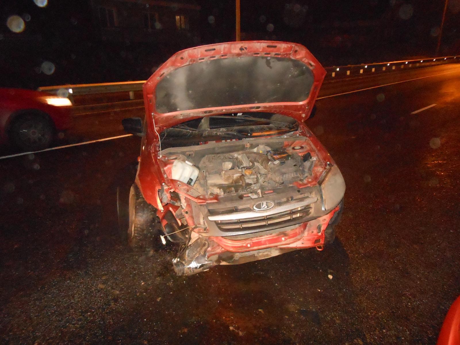 ВТамбовской области женщина-водитель «Лады Гранты» влетела вотбойник