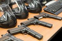 По мнению россиян, оружие надо выдать предпринимателям и журналистам